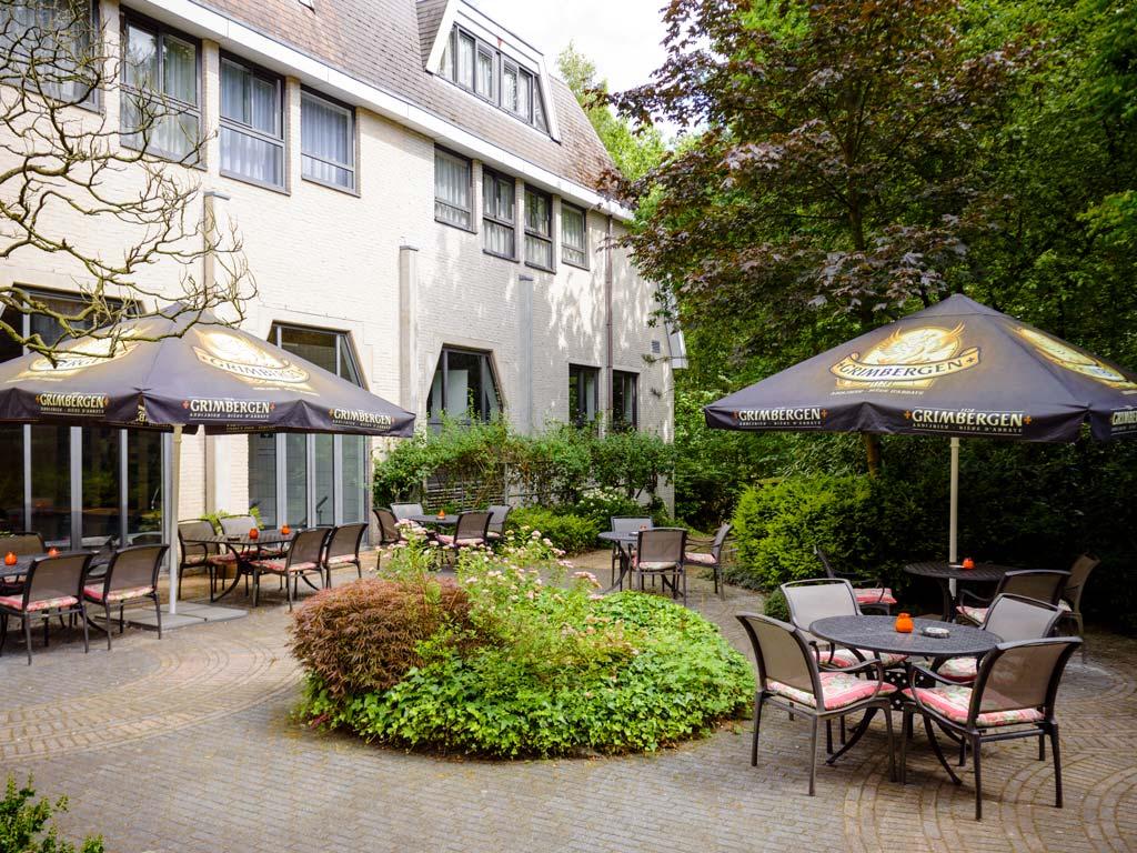 Fletcher hotel met hond Epe   Veluwe   Gelderland terras